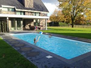 Balspel-in-zwembad2